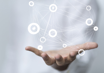 Hand hält digitales Netzwerk | © vegefox.com/fotolia.com
